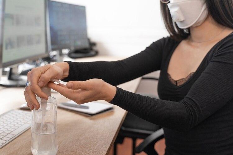 Unas 1.500 millones de personas, casi la mitad de la fuerza laboral formal en el planeta, podrían perder sus trabajos debido a la crisis sanitaria y económica provocada por la pandemia de coronavirus.(Shutterstock.com)