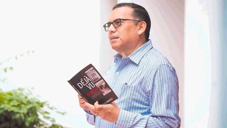 Desde hace unos 15 años, Avil Ramírez se ha dedicado con pasión de investigador a hurgar en la historia de Nicaragua a través de los viejos periódicos. (Cortesía La Prensa)