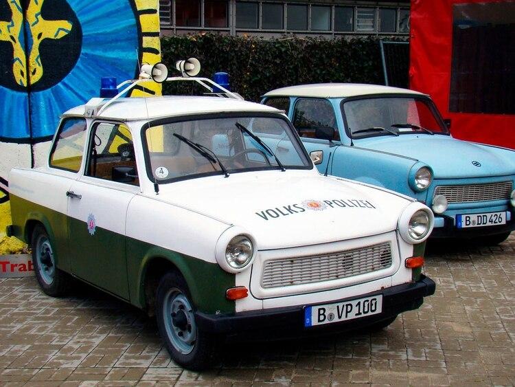 El Trabant, automóvil desarrollado por los soviéticos, exhibido en el Museo DDR de Berlín (Shutterstock)