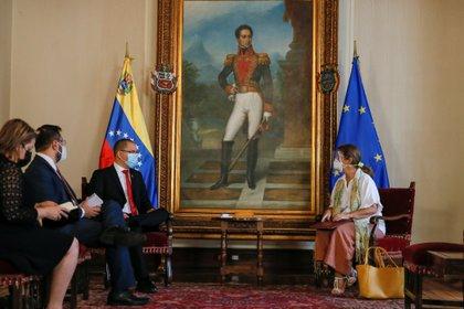 Jorge Arreaza reunido con Isabel Brilhante Pedrosa este miércoles (REUTERS/Manaure Quintero)