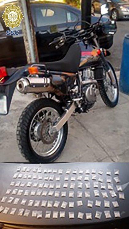 La moto, el vehículo tipo sedán y la droga también fue puesta a disposición del Ministerio Público (Foto: SSC)