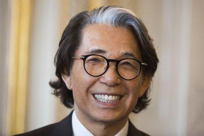 El icónico designer japonés hizo de su nombre sinónimo de color, frescura y alegría con su revolucionarios diseños y proyectos (Photo by Geoffroy Van der Hasselt / AFP)