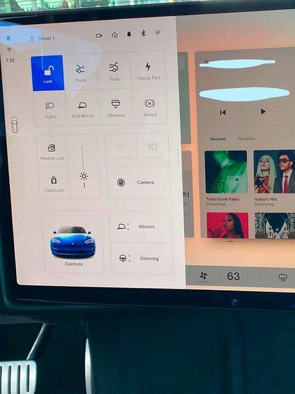 La filtración de la pantalla del Model S y X en Reddit con caja de cambios táctil.