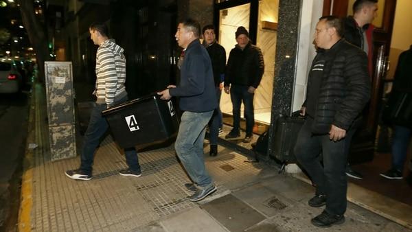 El jueves fue allanado el departamento de Recoleta. CFK dice que le dejaron un tóxico