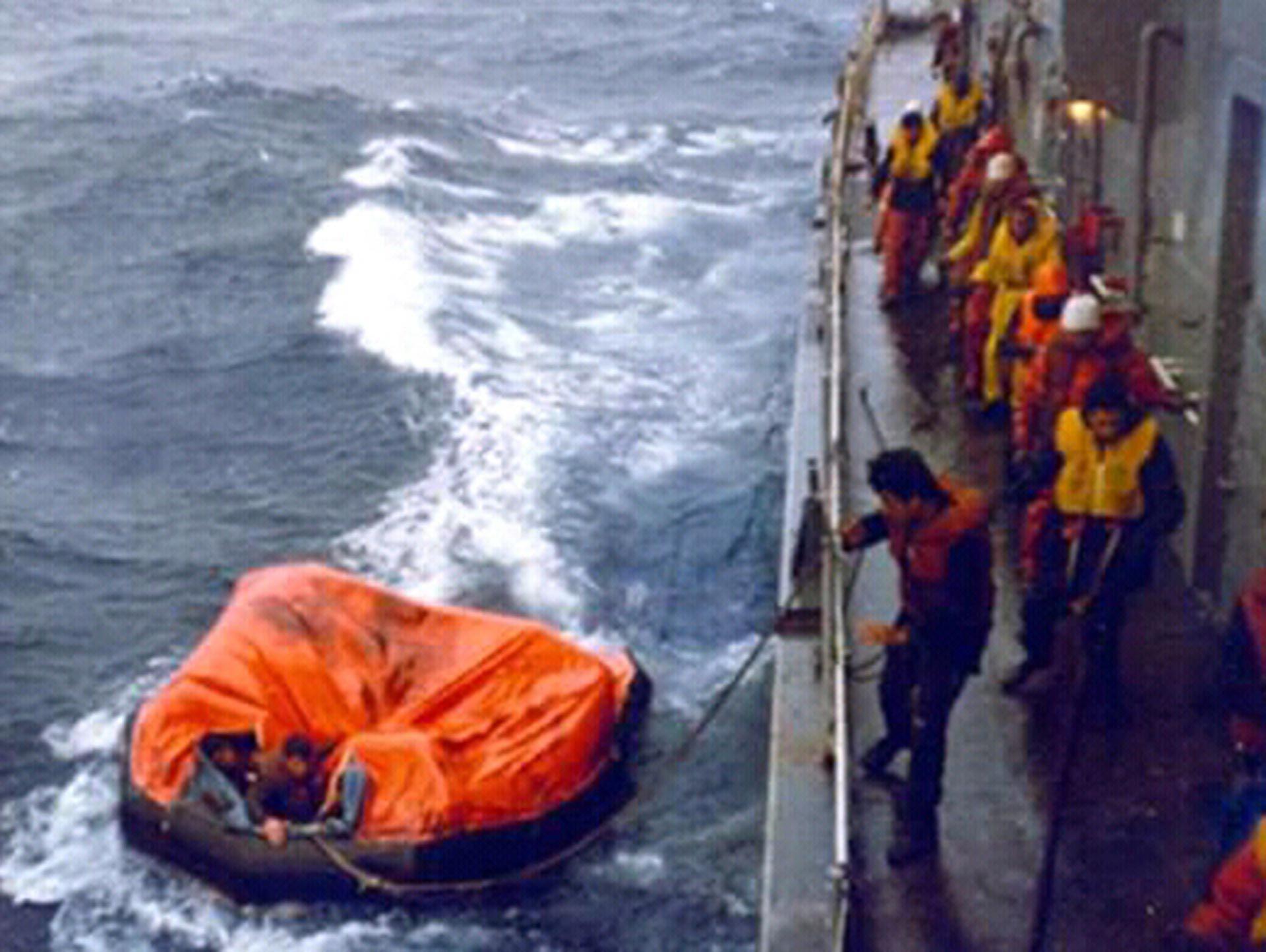 Los tripulantes del Belgrano estaba húmedos y afectados pro el frío (Asociación extripulantes ARA Piedrabuena/VGM Luis Lamantia)
