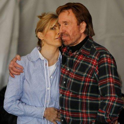A Los 79 Años Chuck Norris Enfrenta Su Batalla Más Difícil Lejos De Hollywood Dejó Todo Por Amor Para Cuidar A Su Mujer Enferma Infobae