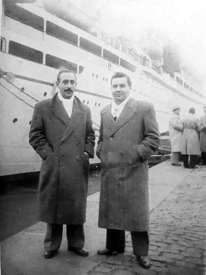A la izquierda, su tío. A la derecha, Andrés, quien creyó que era su padre.