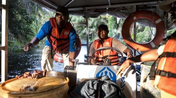 El bote navega por seis horas para llegar hasta Manfouete, donde se cree que puede haber nacido el brote (Washington Post)