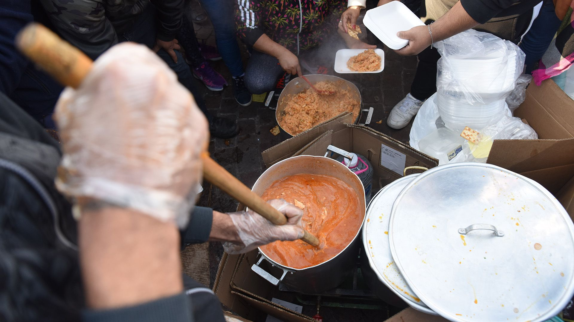 Una protesta con ollas populares en julio en reclamo por la sanción de la emergencia alimentaria (Foto: Franco Fafasuli)