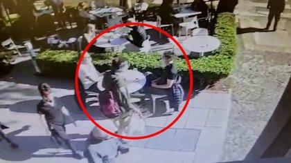 El momento en el que se produjo el ataque hacia el policía Juan Pablo Roldán.