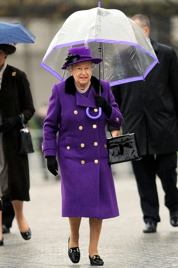 Como monarca del Reino Unido es la gobernadora suprema de al Iglesia de Inglaterra