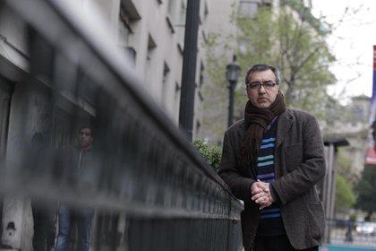 Marcelo Mellado critica y parodia la institucionalidad cultural y educativa (Rolando Morales).