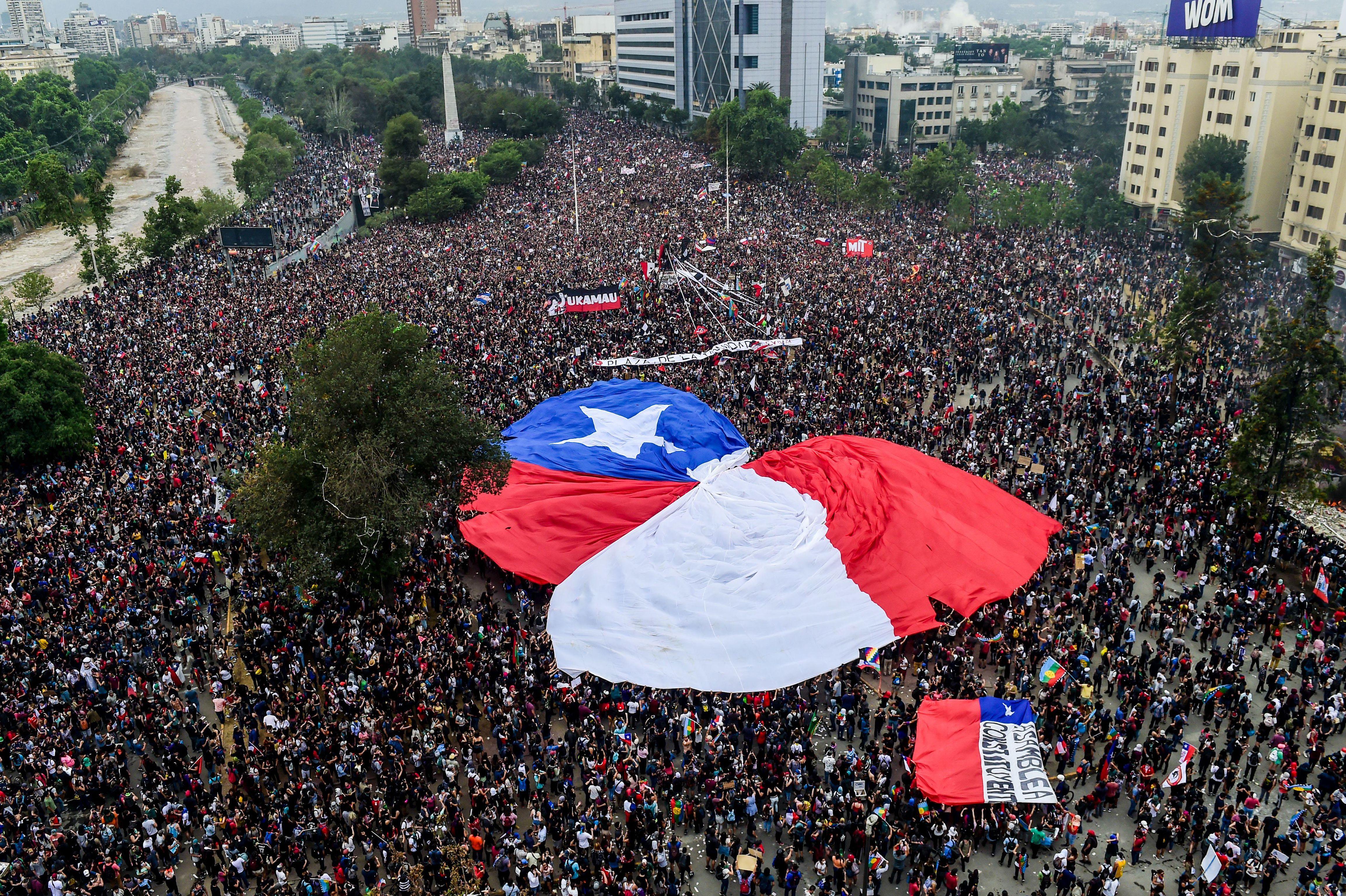 El 8 de noviembre más de un millón de personas salieron a protestar en Santiago. (Photo by MARTIN BERNETTI / AFP)