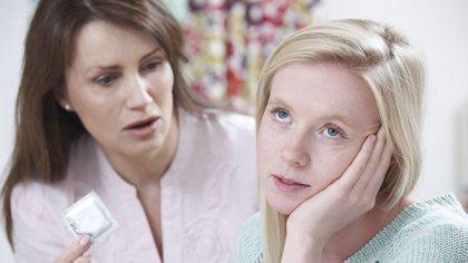 Hablar sobre métodos de prevención no debe ser un tema tabú en las familias (Shutterstock.com)