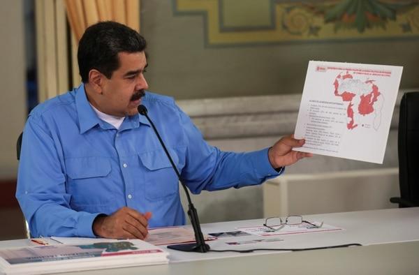 Maduro durante una reunión con ministros en el Palacio de Miraflores (Palacio de Miraflores viaREUTERS)