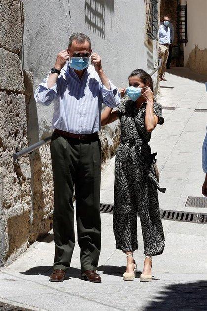 La primera visita de los reyes fue a la ciudad de Las Palmas, donde Felipe y Letizia visitaron la Casa-Museo Pérez Galdós, un museo dedicado al famoso escritor que acaba de reabrir sus puertas tras la pandemia. Luego le siguió un encuentro en Gran Canaria