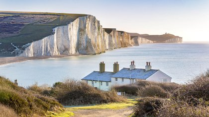 Los acantilados de Seven Sisters están a lo largo del Canal de la Mancha en East Sussex. Aparecieron en la cuarta película cuando Harry y la pandilla viajan en Portkey a la Copa Mundial de Quidditch