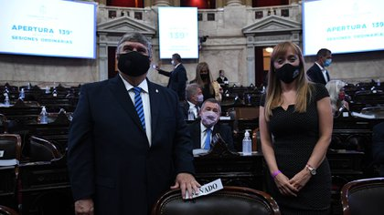 José Mayans y Anabel Fernández Sagasti, presidente y vice del bloque de sendores del Frente de Todos (Comunicación Senado)