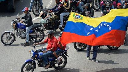 Se estima que hay unos 100.000 colectivos chavistas (AFP)
