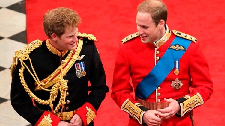 En el casamiento del príncipe William fue Harry quien asumió el rol de padrino