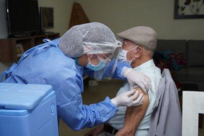 Bogotá inició el proceso de vacunación a mayores de 80 en dos hogares geriátricos de la ciudad. Foto: Secretaría de Salud.