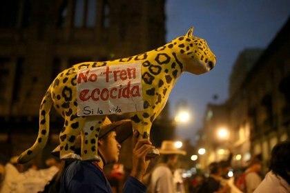 Foto de archivo de una manifestación del Ejército Zapatista de Liberación Nacional (EZLN) contra la construcción del Tren Maya, en Ciudad de México.  (REUTERS/ Edgard Garrido)