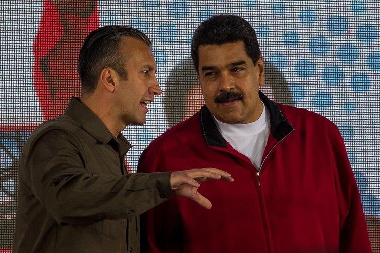 Tareck El Aissami y Nicolás Maduro (EFE/archivo)