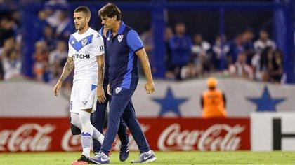 Gago pidió el cambio por lesión y se fue directo al vestuario (Foto Baires)