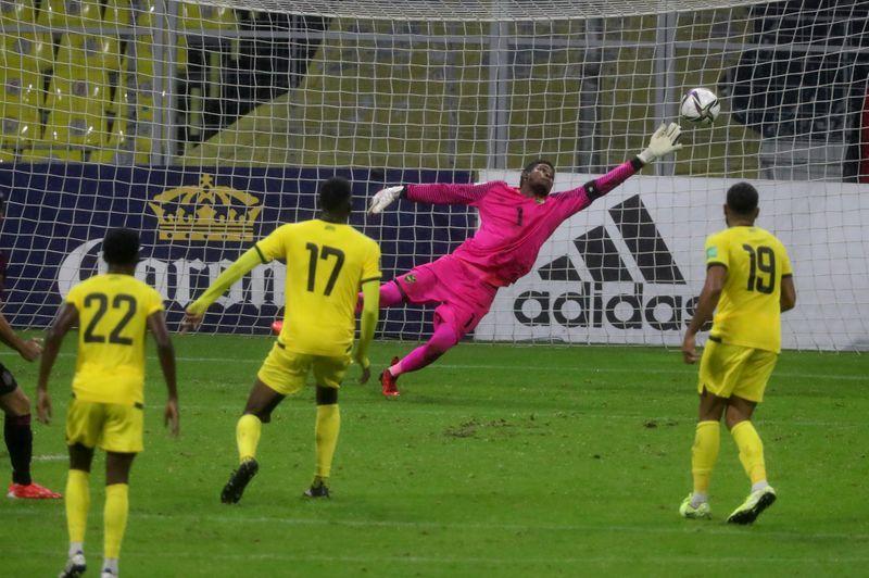 Henry Martín anota el segundo gol con el que la selección de México ganó a Jamaica en el inicio de las eliminatorias de la Concacaf para el Mundial. Estadio Azteca, Ciudad de México. 2 de septiembre de 2021. REUTERS/Edgard Garrido