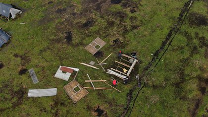 Las casillas de las personas que usurparon el terreno están hechas con palos, maderas, chapas y bolsas