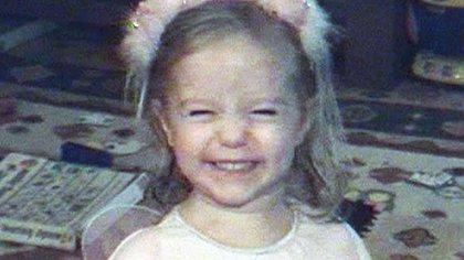 La pequeña Maddie en un video hogareño registrado por sus padres poco antes de su desaparición (AFP PHOTO/Channel4/HANDOUT)