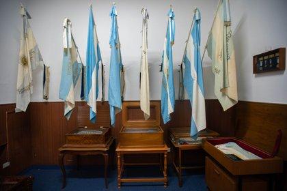 En el museo de Baterías descansan los pabellones de guerra de unidades de Infantería de Marina pasadas a reserva. Pero otras unidades los reemplazan fieles a su lema.
