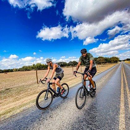 Ginóbili-Duncan, la dupla que ahora dedica sus energías al ciclismo (Foto: @manuginobili)