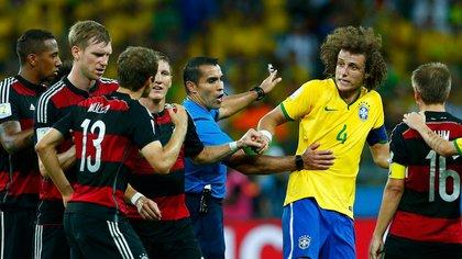 David Luiz portó la cinta de capitán ese día ante la suspensión de Thiago Silva (Foto: Reuters)