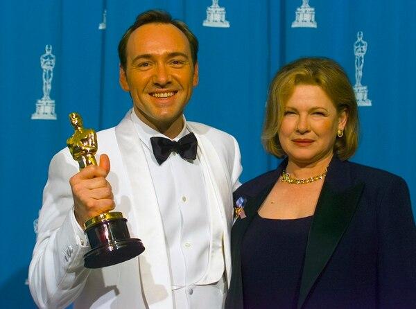 """Kevin Spaceycuando ganó el Oscar al mejor actor de reparto por""""The Usual Suspects"""". (Photo by Bob Riha, Jr./Getty Images)"""