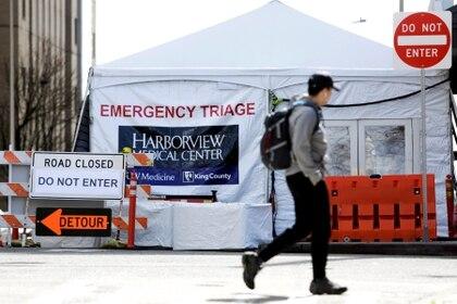 Una tienda de emergencia para atender posibles casos de coronavirus en Seattle (Reuters)