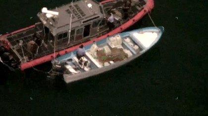 Los elementos de la Marina pudieron arrestar a tres personas que tripulaban las embarcaciones (Foto: Semar)