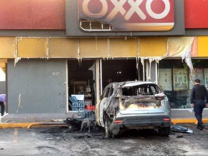 En Celaya se registraron incendios de automóviles, tráilers, camiones del transporte público y negocios locales (Foto: Twitter @IrvingPineda)