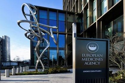 La Agencia Europea de Medicamentos renovó la confianza hacia la vacuna de Oxford y AstraZeneca (REUTERS/Piroschka van de Wouw)