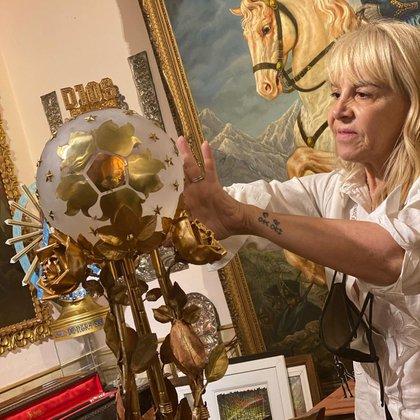 Hace unos días Claudia Villafañe visitó el espacio e intervino la obra del maestro