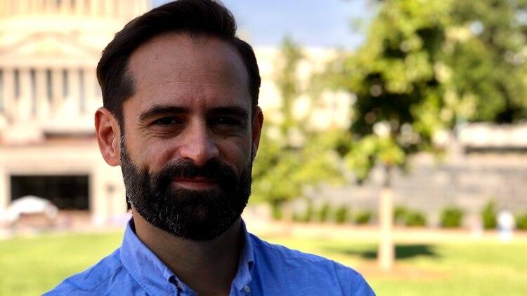 Lucas Paganini lideró el equipo internacional de investigación dirigido por el Centro de Vuelo Espacial Goddard de la NASA en Greenbelt, Maryland. Es la primera medición de vapor de agua sobre la superficie de Europa, el satélite natural de Júpiter con posibilidades de contener alguna forma de vida. En 2025, la NASA lanzará una misión no tripulada para continuar la búsqueda de vida extraterrestre. (NASA/ Paganini)
