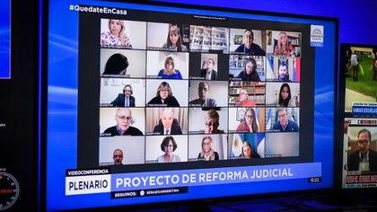 Reunión remota conjunta de las Comisiones de Asuntos Constitucionales y de Justicia y Asuntos Penales, del Senado de la Nación, donde se trata el Proyecto de Reforma Judicial ( Fotos: DELFINA LINARES / Comunicación Senado).