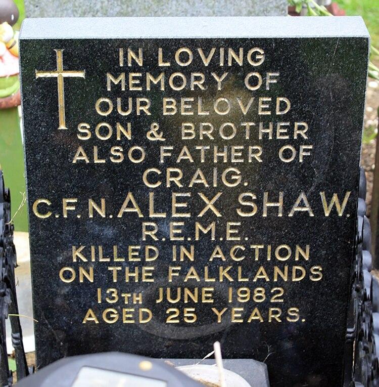 La tumba de Alex Shaw en el cementerio de Corby