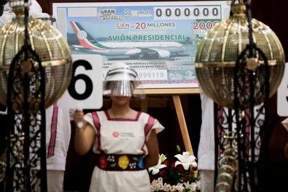 """Los famosos """"niños gritones"""" cantaron los números de las 100 combinaciones ganadoras durante casi tres horas (Foto: Gustavo Graf/ Reuters)"""