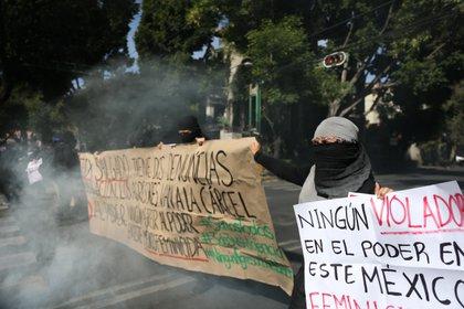 Colectivos feministas protestan en la sede nacional del Movimiento Regeneración Nacional (Morena) contra el candidato a gobernador del estado de Guerrero Félix Salgado (Foto: EFE/Sáshenka Gutiérrez/Archivo)