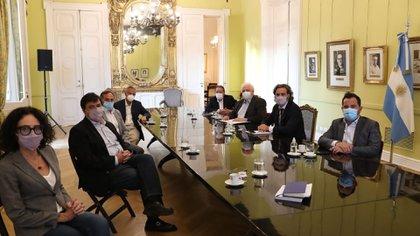 Representantes de la Federación Argentina de Prestadores de Salud (FAPS) le plantearon la crisis del sector al jefe de Gabinete, Santiago Cafiero