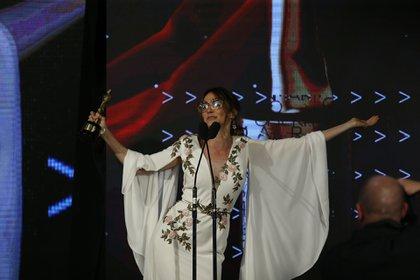 Vero Lozano se llevó el premio a mejor estilo conductora de tv por el estilo de sus looks (Nicolás Aboaf)