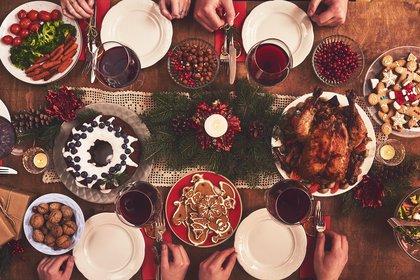 Luego de una cena con abundante comida, es necesario desintoxicar el cuerpo (Shutterstock)
