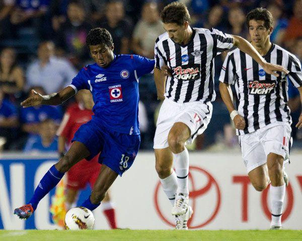 Esto último porque fue en ese año cuando Cruz Azul disputó la Copa Libertadores e hizo historia al convertirse en el primero equipo mexicano en llegar a la final en ese certamen sudamericano. (Foto: AP)