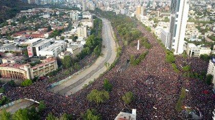 Más de un millón de personas se movilizaron en Santiago de Chile (AFP)